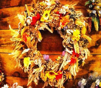 wreath, holiday, holiday wreath, a wreath of flowers,